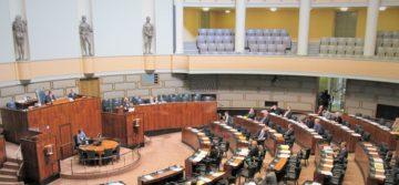 Poliittisista virkanimityksistä luopuminen ei edellytä lainmuutosta